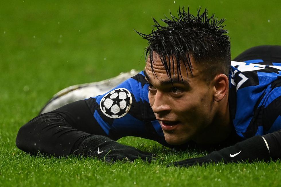 Lautaro y el símbolo de la resignación. El Inter estaba a un gol de meterse a los octavos de final de la Champions League, pero al final se quedó sin nada. (Foto: AFP)