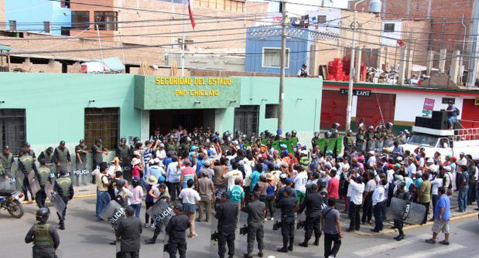 Tumán: policía que grababa protestas de azucareros fue agredido - 2