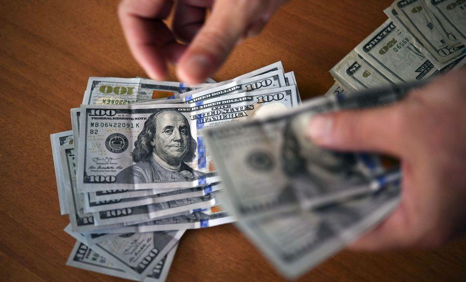 El dólar cotizaba a 19.7902 pesos mexicanos por billete verde. (Foto: AFP)