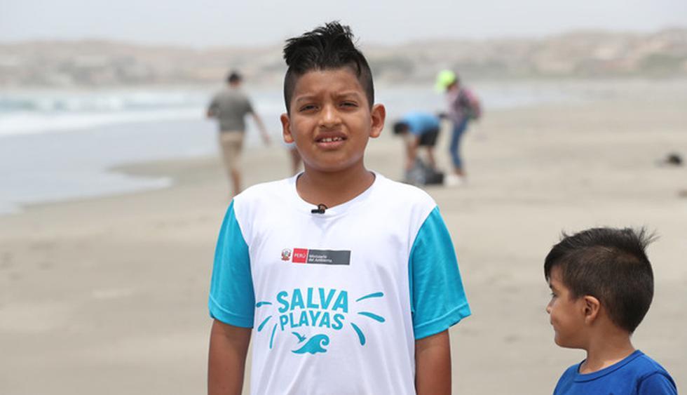 """""""No me gusta ver la playa sucia, matamos a los peces. Los bañistas deben recoger su basura, no contaminar"""", dice el menor. (Foto: Difusión)"""