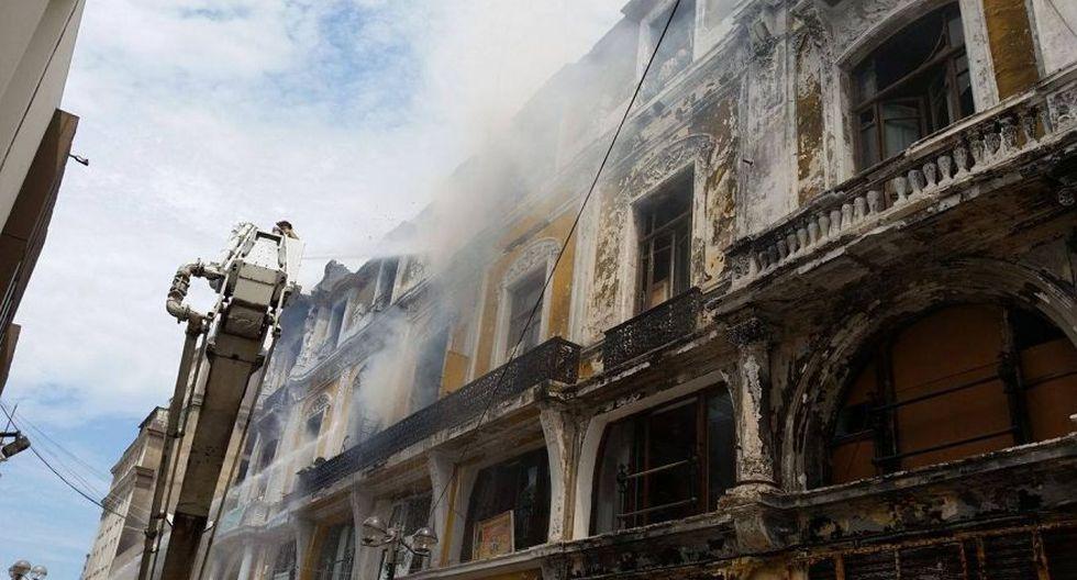 Jr. de la Unión: bomberos sofocaron incendio en casona [FOTOS] - 9