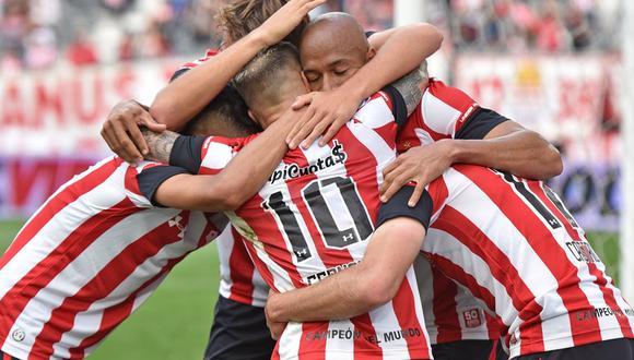 Estudiantes de La Plata medirá fuerzas con Talleres de Córdoba por la Superliga Argentina. Conoce los horarios y canales de todos los partidos de hoy, viernes 8 de noviembre. (Facebook: @EdelpOficial)
