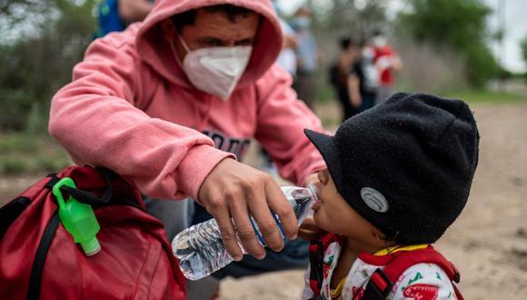 Más de 5,6 millones de personas abandonaron Venezuela desde 2015, de acuerdo con el reporte presentado por la OEA. (Foto: Sergio Flores / AFP)