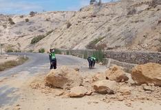 Sismo en Piura: Policía de Carreteras retira inmensas rocas que cayeron en la vía tras movimiento telúrico