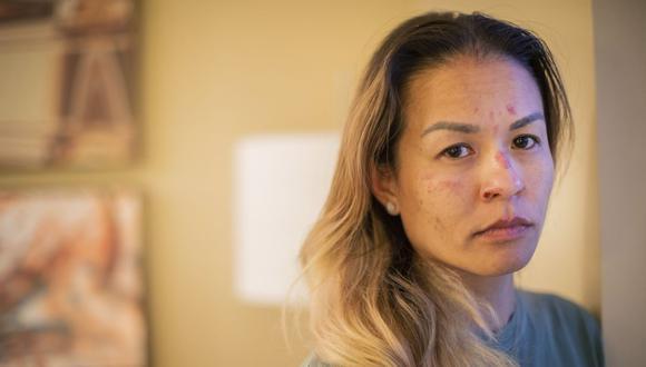 Jackie Nguyen se encuentra en una habitación el domingo 21 de febrero de 2021 en Houston. (Marie D. De Jesús/Houston Chronicle/AP).