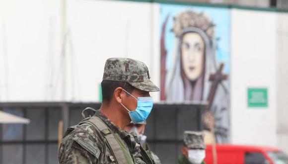 Militares patrullan la ciudad de Lima durante la cuarentena por el COVID-19. (Foto :GONZALO CÓRDOVA/GEC)
