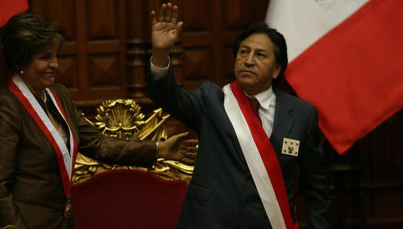 Alejandro Toledo y su último día en el poder en el 2006. Hoy, la justicia peruana está a la espera de su retorno. (Foto: Archivo El Comercio)