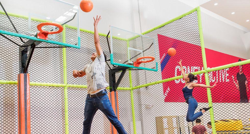 Zona Deporte. Cuenta con camas saltarinas gigantes, piscina de espumas y aros de basquet. ¡Ideal para competir con un acompañante! Se permite el ingreso a niños a partir de 1.20 m de estatura.