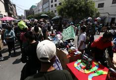 Lima: cuatro fiscalizadores resultaron heridos tras enfrentamiento con ambulantes en Mesa Redonda | VIDEO