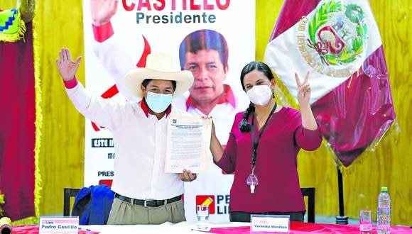 """Castillo y Mendoza firmaron un acuerdo político """"por la refundación"""" del país. Este se refiere a la vacunación gratuita, la reactivación económica y otros temas. (Foto: César Bueno)"""