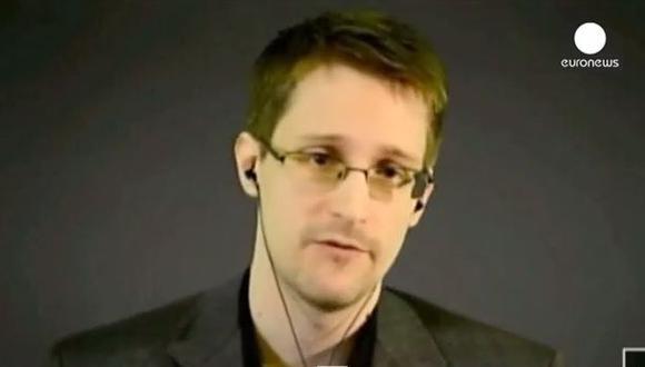 """Snowden, buscado en EE.UU. por filtrar detalles de programas masivos de vigilancia del país, habló desde Moscú en una video conferencia con una audiencia en Ginebra luego de la exhibición de """"Citizenfour"""", el documen"""