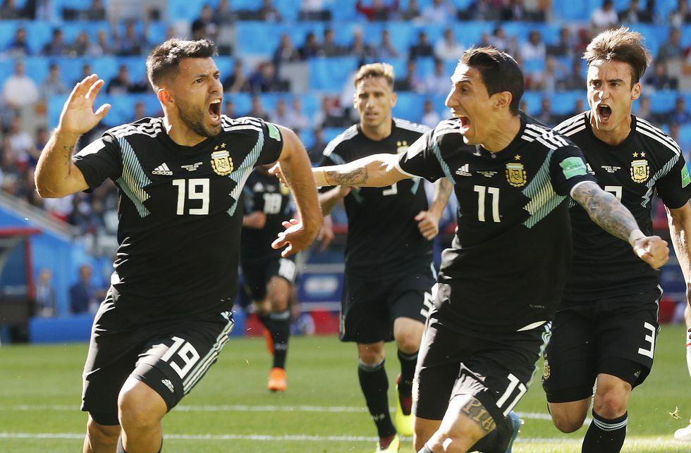 El 'Kun' anotó el único gol de Argentina en el Mundial. (Foto: EFE)