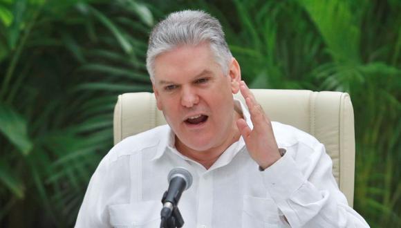 El vice primer ministro y Ministro de Economía, Alejandro Gil Fernández, durante una rueda de prensa en el salón de protocolo de El Laguito, hoy en La Habana (Cuba). (Foto: EFE/Yander Zamora).