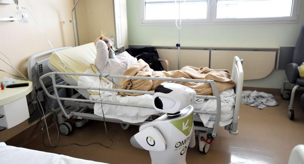Este robot asume tareas que libera a los médicos para atender a pacientes más delicados. (Foto: Reuters/Flavio Lo Scalzo)