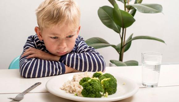 Muchos niños rechazan algunos alimentos sanos, pero es posible modificar sus hábitos alimenticios. (Foto: ISTOCK)
