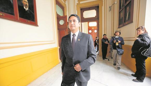 Vladimir Cerrón utilizó sus redes sociales para indicar que la deslegitimación de Castillo sería crear una hoja de ruta. (Foto: GEC)
