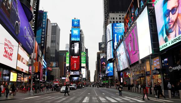 Times Square después de que se anunciara que los espectáculos quedaban cancelados debido al brote de coronavirus en Nueva York. (REUTERS / Mike Segar / File Photo).