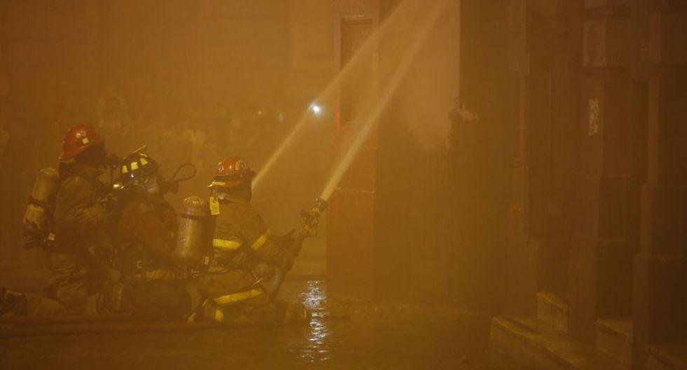 Incendio en plaza Dos de Mayo: así trabajaron los bomberos - 6