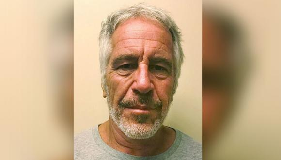 Epstein, vinculado a numerosos políticos y celebridades, aguardaba un juicio por cargos federales de que traficaba mujeres menores de edad con fines sexuales.(Foto: AP)