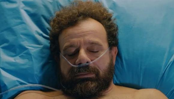 Adil Erinç es encarnado por el actor turco Reha Özcan. Hasta el último día de su vida, el médico lucha para que Ali Vefa se convierta en un cirujano exitoso (Foto: Doctor milagro / Medyapım)