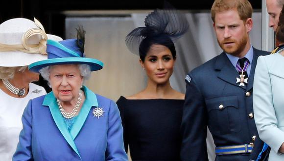 La reina Isabel II del Reino Unido, Meghan de Sussex y Enrique de Sussex. (Foto: AFP/Archivo)