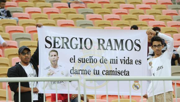 Hinchas en Arabia Saudita le pidieron la camiseta a Sergio Ramos | Foto: EFE