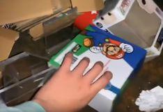 Joven hurga en el contenedor de basura de tienda de videojuegos y sorprende a todos con inesperado hallazgo