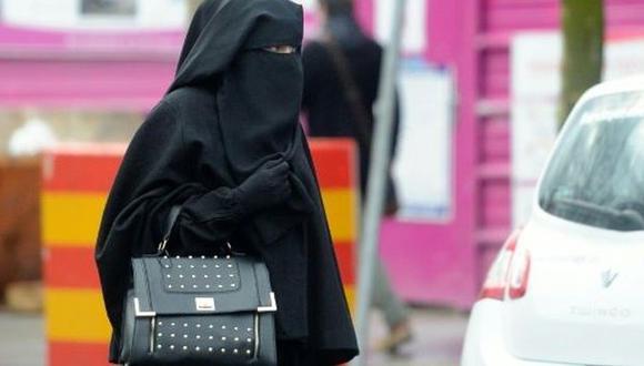 España: Detienen a 2 hombres por golpear a musulmana embarazada