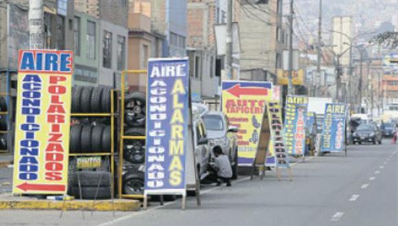 Mecánicos y vendedores invaden calles en 8 manzanas