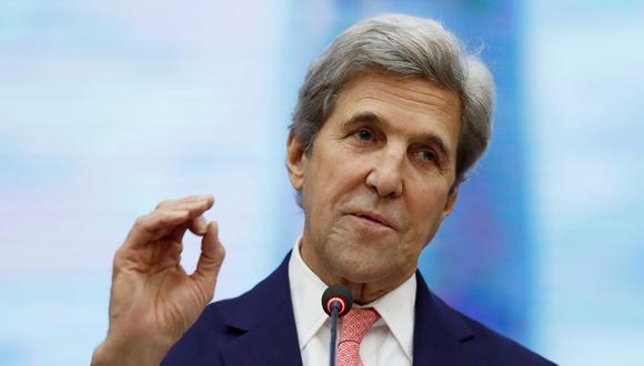 El ex secretario de Estado de Estados Unidos, John Kerry, habla en la Universidad de Tecnología y Educación de Ho Chi Minh el 13 de enero de 2017. (Foto de Alex Brandon / POOL / AFP).