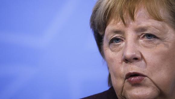 """El propósito de la canciller Angela Merkel era mantener el nivel actual hasta el 14 de marzo. Topó, sin embargo, con el rechazo de algunos de los 16 """"Länder"""" -estados federados-, por lo que se consensuó la fecha del 7 de marzo. (Markus SCHREIBER / POOL / AFP)."""