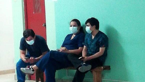 Intervienen a tres médicos en presunto estado de ebriedad caminando por las calles en pleno toque de queda y sin pases laborales.