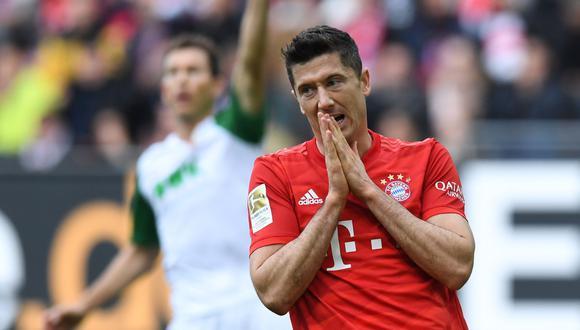 Bayern Múnich dejó escapar la victoria en el campo del Augsburgo, que igualó en los descuentos del partido. Robert Lewandowski marcó pero no pudo darle el triunfo a los bávaros en el juego por la fecha 8 de la Bundesliga. (Foto: AFP / Christof STACHE)