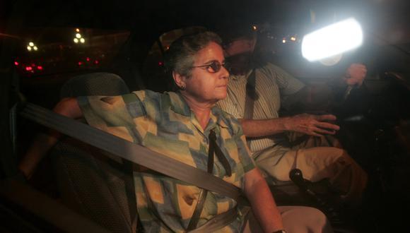 Nelly Evans saliendo de prisión el 10 de marzo del 2006 luego de cumplir su sentencia por terrorismo.