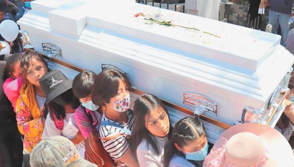 Las primas y compañeras de escuela no dejaron de gritar consignas durante el recorrido. Entre ellas iba una niña, de solo nueve años que exigía justicia y seguridad. (Foto: Alma Ríos / El Universal de México, vía GDA).