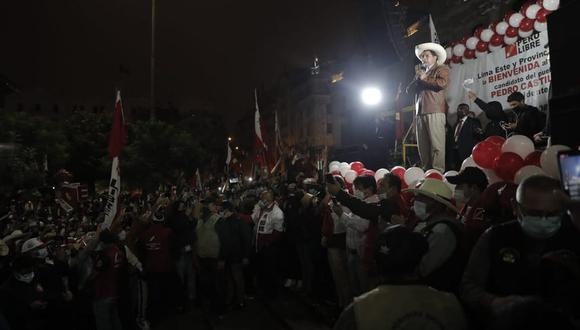 Pedro Castillo se presentó en la manifestación y se dirigió a sus seguidores. (Foto: GEC)