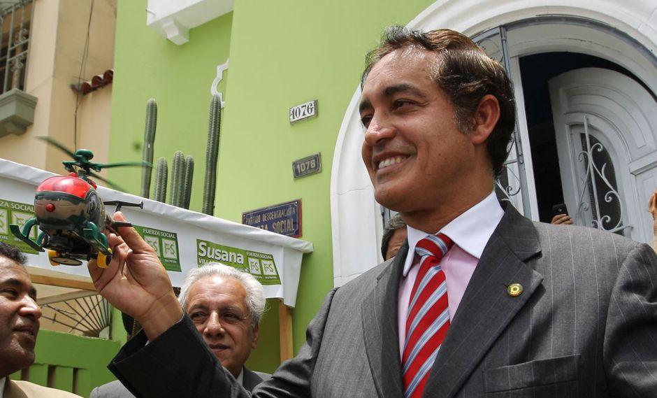 En el 2010, Álex Gonzáles hizo conocida su propuesta para utilizar helicópteros contra la delincuencia. (Dante Piaggio / El Comercio)
