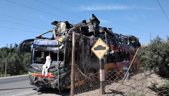 El accidente se produjo el lunes 6 de enero, a la altura del kilómetro 571 de la Panamericana Sur, en el distrito de Yauca. (Foto: PNP)