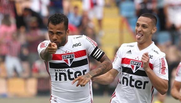 Dani Alves tuvo un cruce con Ángel Ojeda de Binacional en el partido de Copa Libertadores. (Foto: @SaoPauloFC_esp)