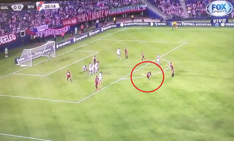 River Plate vs. Chivas: mira el golazo de tiro libre de Nicolás de la Cruz en amistoso internacional | Foto: Captura