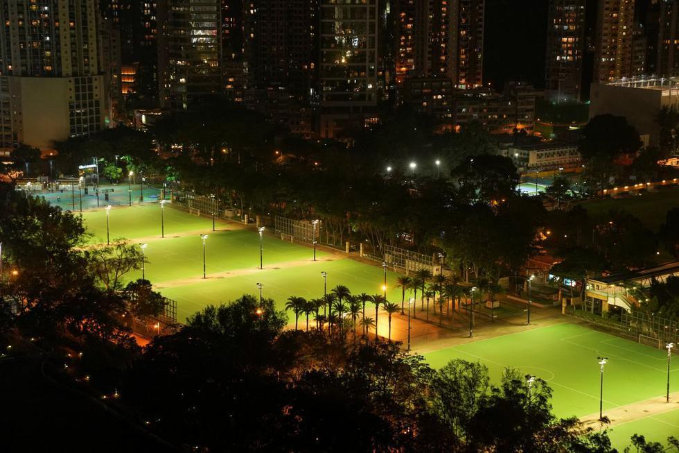 El parque Victoria de Hong Kong, lugar en el que cada 4 de junio se celebran concentraciones multitudinarias para recordar la masacre en la plaza Tiananmen de China, estuvo este viernes y por primera vez en 32 años totalmente vacío. (Texto: AFP / Foto: Reuters).