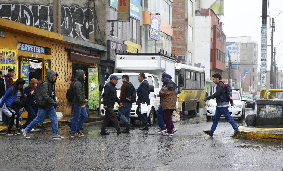 El Minsa recomienda usar abrigo antes de salir e impermeables cuando las temperaturas desciendan de manera considerable. (Foto: GEC)