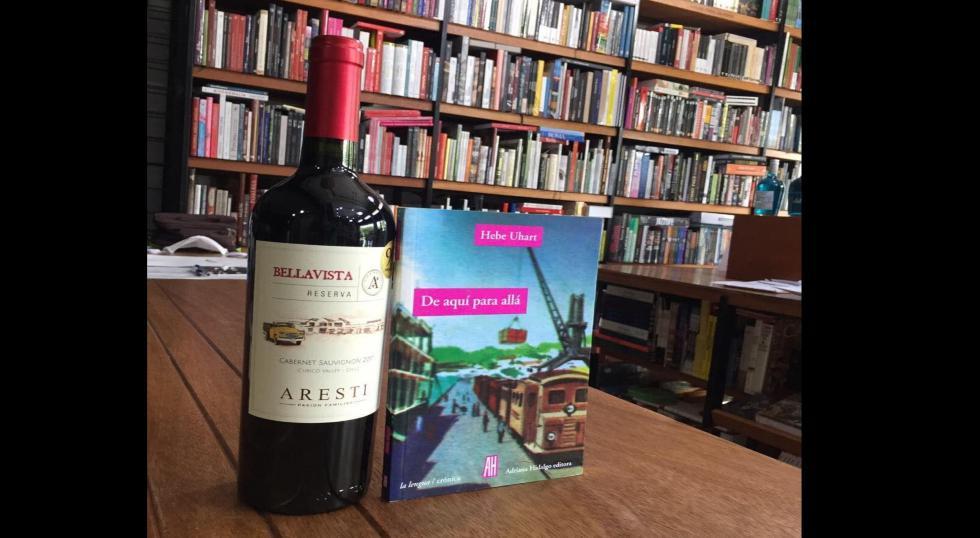 """La crónica """"De aquí para allá"""" sobre las comunidades indígenas de Argentina, entre otros países de  Latinoamérica, está a la venta en Book Vivant. ¿La autora? La argentina Hebe Uhart."""