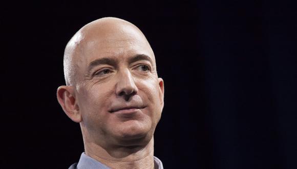 El alto ejecutivo anunció en 2017 que sacaría unos US$ 1,000 millones anuales de su cartera de acciones para destinarlos a su firma de viajes espaciales Blue Origin. (Foto: AFP)