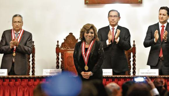 Zoraida Ávalos juró ayer como fiscal de la Nación para el período 2019-2022. En la ceremonia, participaron el presidente Vizcarra y los titulares del PJ y Congreso. (Foto: Alonso Chero)