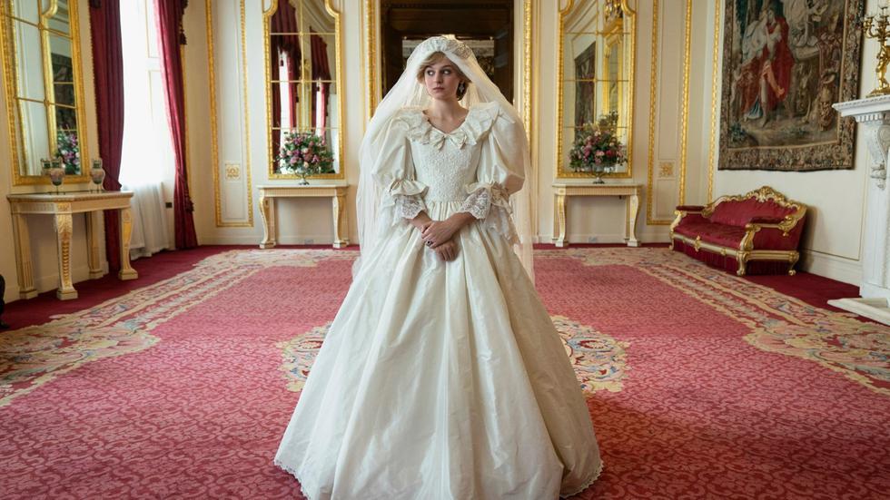 The Crown. La cuarta temporada de la serie- que narra la historia del reino británico- ha sido una de las más vistas debido a la esperada aparición del personaje de Lady Di. En la entrega podemos ver el inicio de su romance con el príncipe Carlos y su boda. (Foto: Netflix)