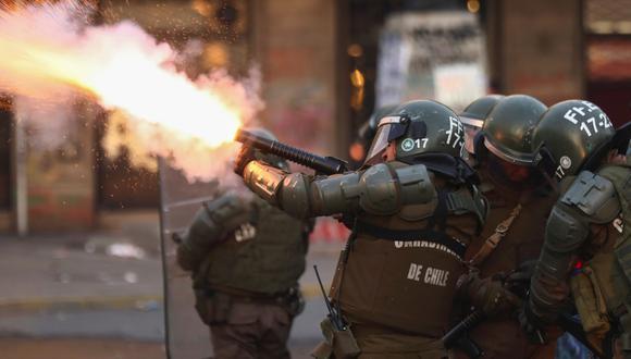 La policía de Chile reprime una manifestación en Santiago. (REUTERS/Edgard Garrido).