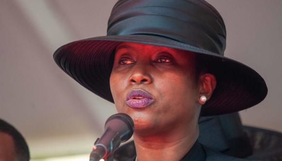 La primera dama de Haití, Martine Moise, habla en el funeral de su esposo, el presidente Jovenel Moise, asesinado en su residencia en la madrugada del 7 de julio pasado. (EFE/ Jean Marc Herve Abelard).