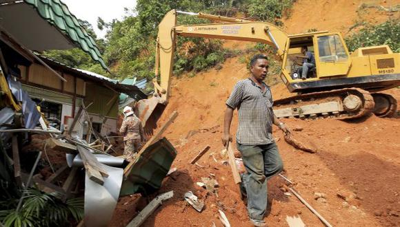 La avalancha de tierra sucedió en la obras que se llevan a cabo en la carretera que une las localidades de Bandar Baru Ayer y de Bukit Jambul. (Foto referencial: EFE)