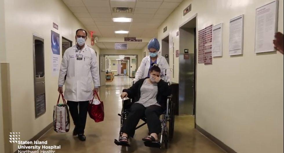 Christina Paz, de 47 años, estuvo luchando contra el Covid-19 por 15 días en el Hospital de la Universidad de Staten Island. (Foto: Captura Facebook)